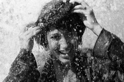 fille-sous-la-pluie-594x394-400x265 (1)